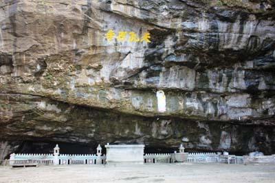 Chùa hang Lý Sơn