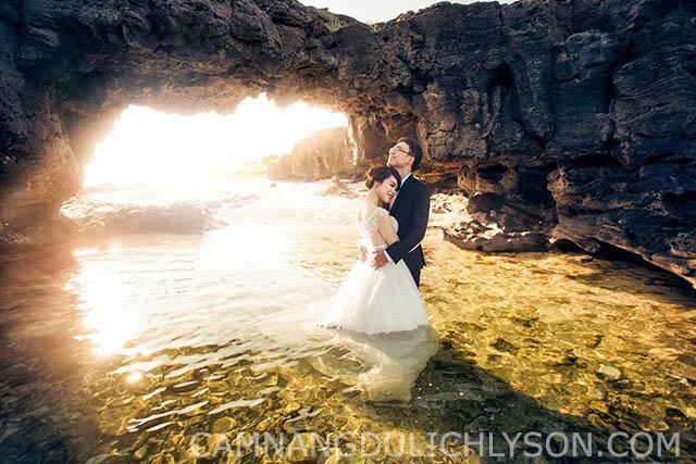 Cổng tò vò lúc hoàng hôn. Một địa điểm mà các cặp đôi thường lựa chọn để chụp ảnh cưới.