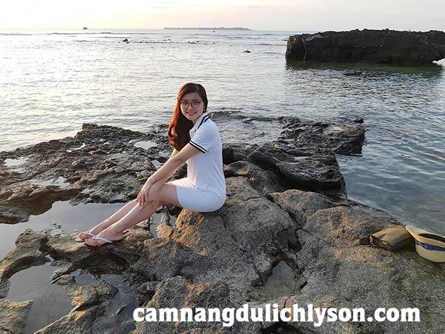 Biển Lý Sơn bên Cổng Tò Vò