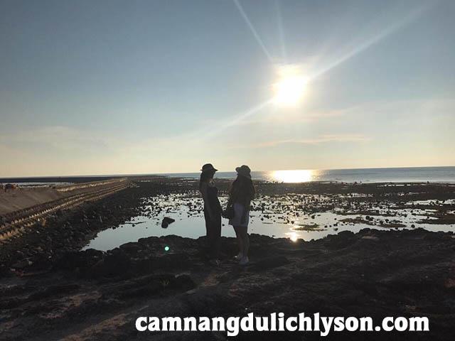 Cổng Tò Vò lúc mặt trời sắp xuống biển