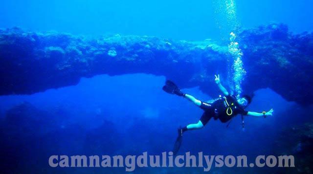 Cổng Tò Vò Lý Sơn dưới đáy biển