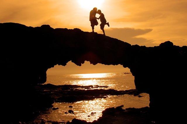 Cổng đá tò vò đảo Lý Sơn vô cùng hoang sơ mà thiên nhiên đã ban tặng