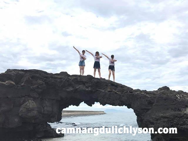 3 chị em siêu nhân biến hình trên Cổng Tò Vò