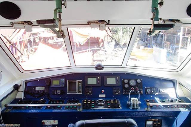 Khoang lái tàu super biển đông