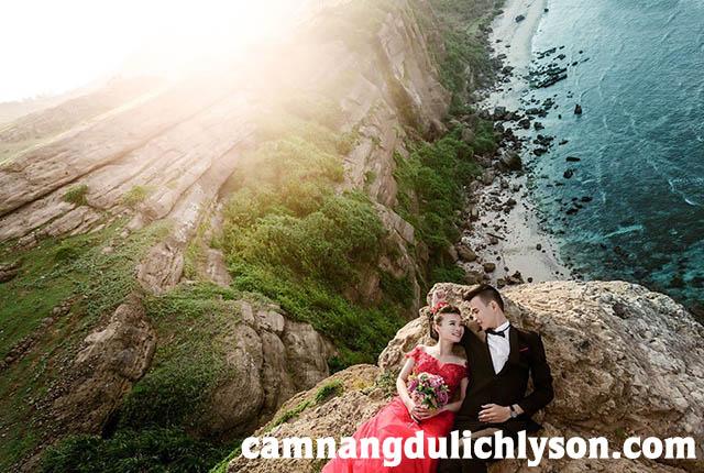 Mùa hè thời điểm thích hợp cho các cặp đôi chụp ảnh cưới ở Lý Sơn