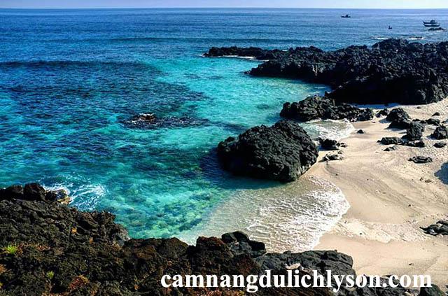Đảo bé nước biển xanh như ngọc