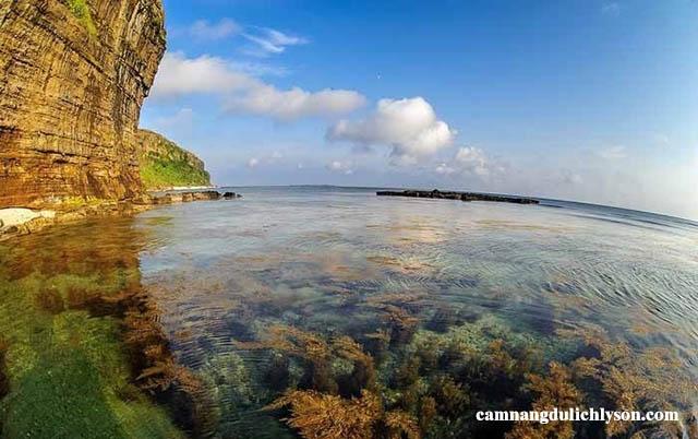 Hang Cau vào lúc sáng sớm nước trong veo chỉ muốn nhảy xuống tắm ngay