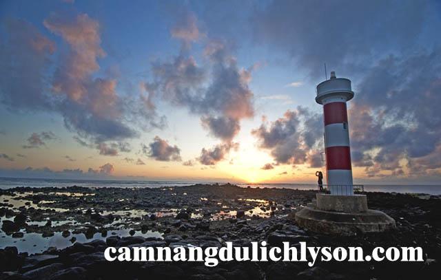 Hòn Mù Cu là địa điểm đón bình mình đẹp nhất khi đến đảo Lý Sơn