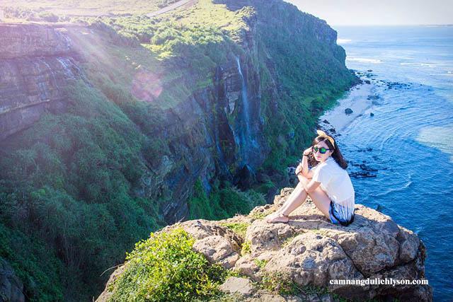 Trên đỉnh Núi Thới Lới du khách sẽ để lại những tấm ảnh đẹp lúc mặt trời mọc