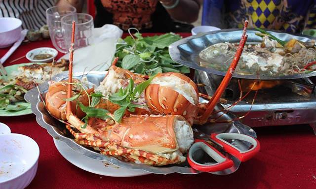 Ăn trưa tại Lý Sơn
