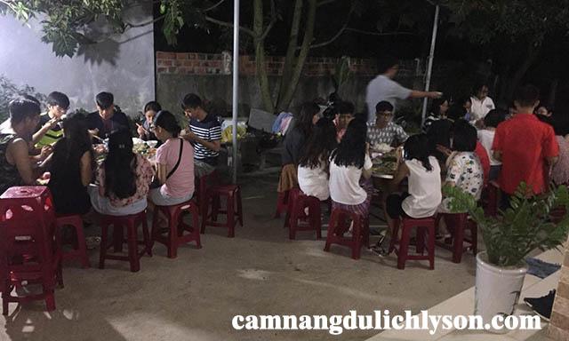 Bữa ăn tối của du khách ở Homestay Chu Lợi Lý Sơn