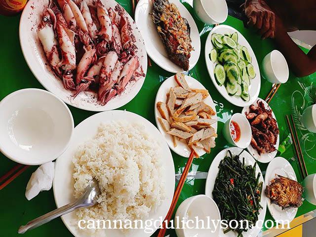 Ăn trưa ở Lý Sơn