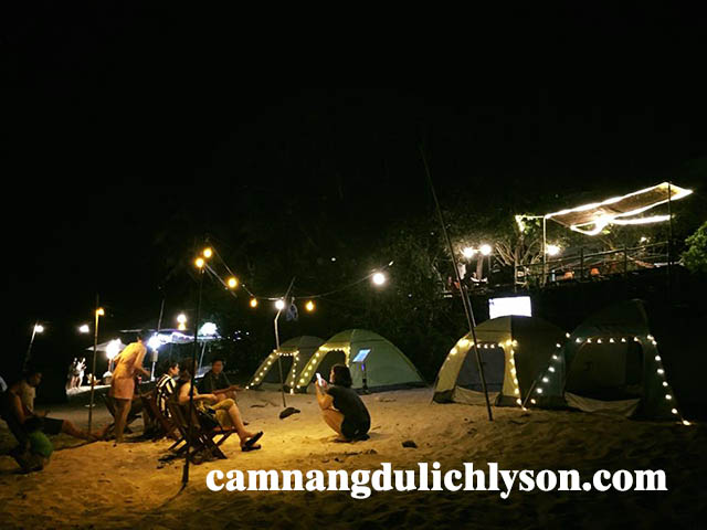 Khu vực ngủ lều trại ở homestay Cao Cảnh Ly Sơn