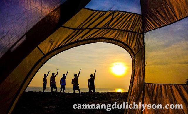 Cắm trại ở bãi biển Lý Sơn