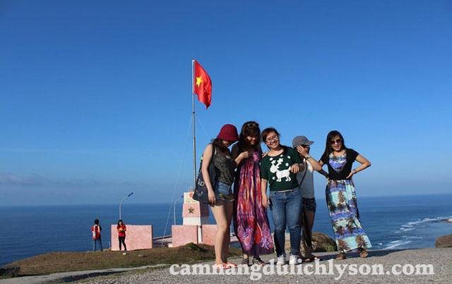 Check-in cột cờ tổ quốc trên Núi Thới Lới