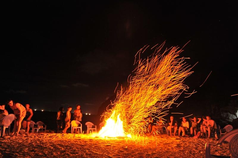 Đốt lửa trại ở Lý Sơn