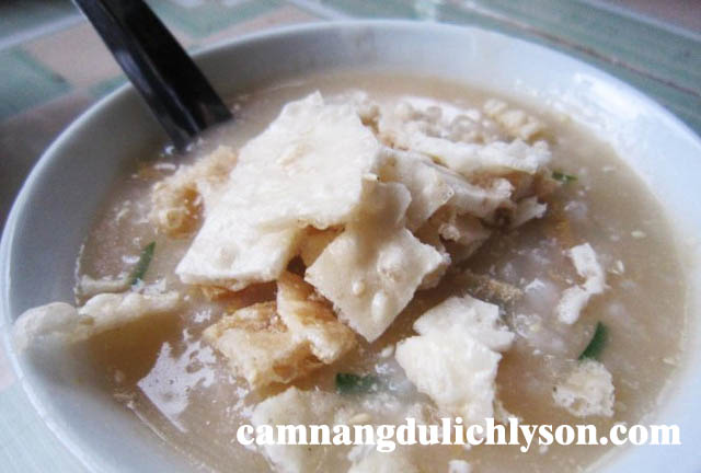 Cháo nhum được nấu ở homestay tại Lý Sơn