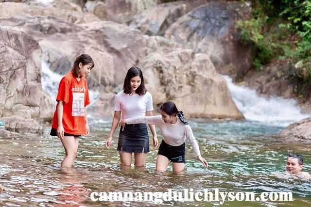 Tắm Suối Chí Quảng Ngãi