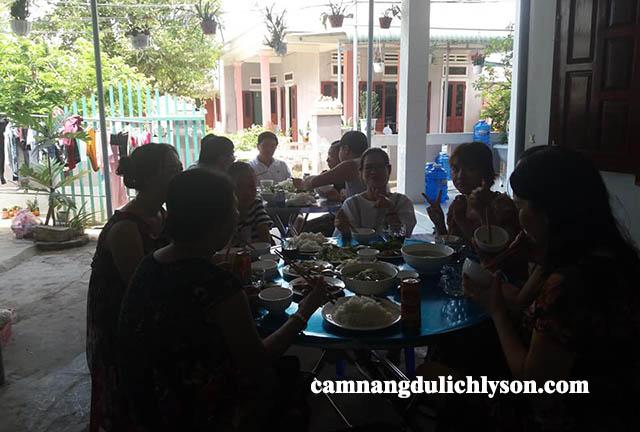 Bữa ăn tại Homestay chị Hạnh