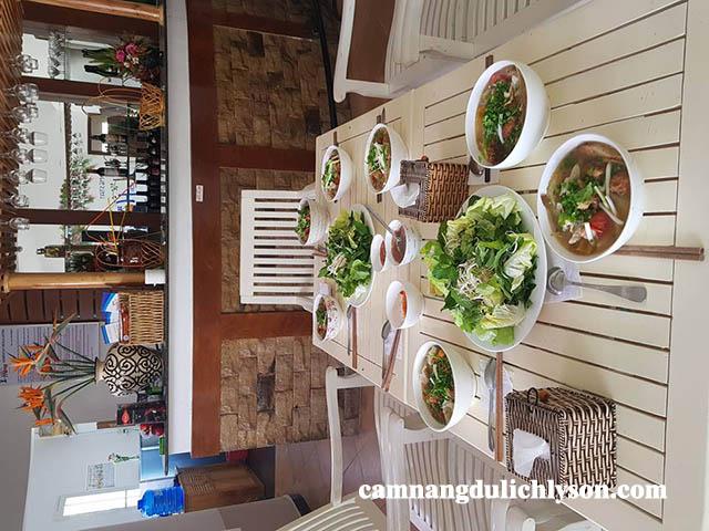 Thưởng thức bữa sáng tại Lý Sơn với bún chả cá do chính tay chủ Homestay nấu