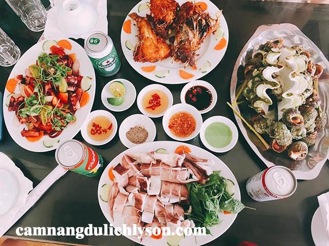 Buổi tối ăn hải sản ở Lý Sơn