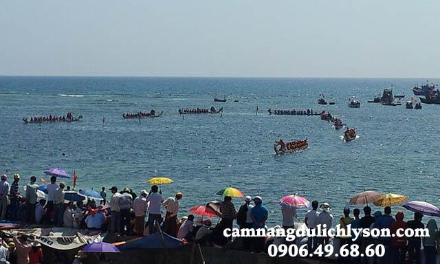 Đua thuyền truyền thống tại Lý Sơn