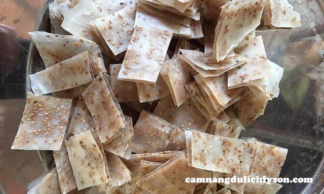 Phiên bản ram chả cá Lý Sơn được chiên với bánh tráng dày