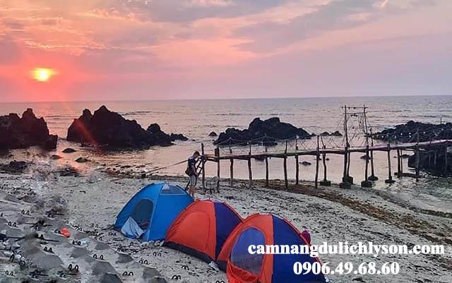 Cắm trại ngay cầu sống ảo