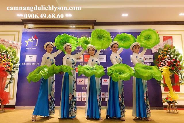 Đội ngủ đoàn văn công phục vụ các buổi tiệc tại Lý SơnĐội ngủ đoàn văn công phục vụ các buổi tiệc tại Lý Sơn