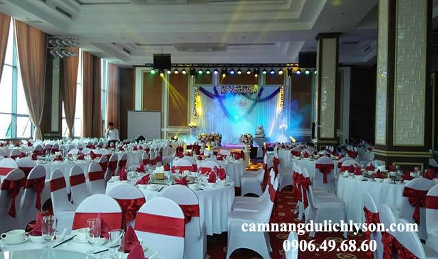 Nhà hàng ăn uống phục vụ 400 khách tại Mường Thanh Lý Sơn