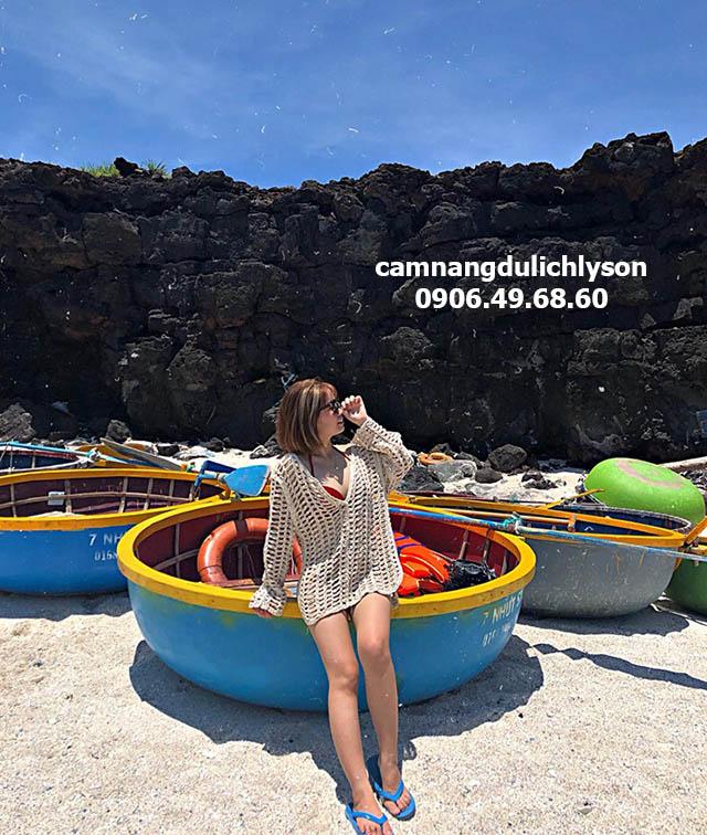 Thuyền lặn san hô ở Lý Sơn