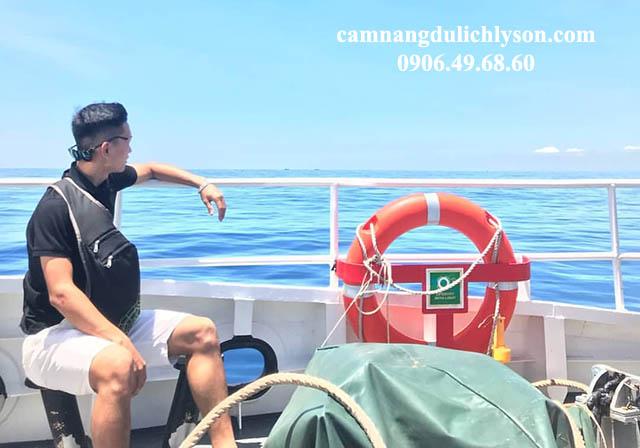 Ngắm biển trời bao la tàu ra Đảo Lý Sơn
