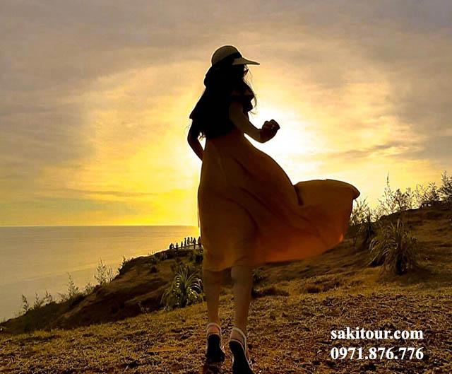 Núi Thới Lới địa điểm yêu thích của nhiều du khách khi đi tour Lý Sơn