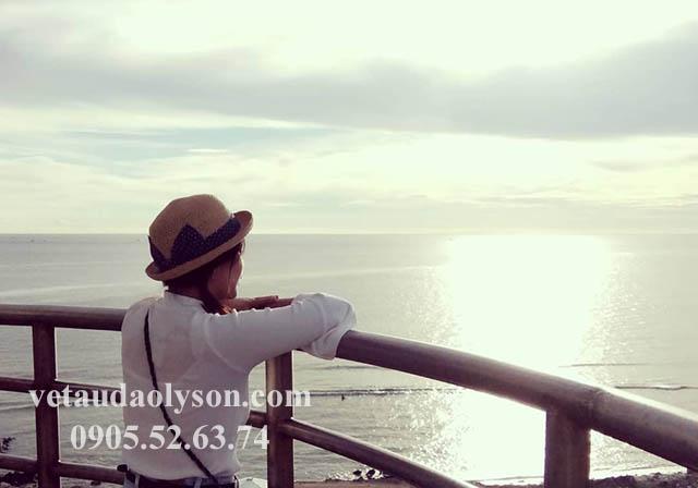 Ngắm cảnh trên đỉnh Hải Đăng Lỹ Sơn